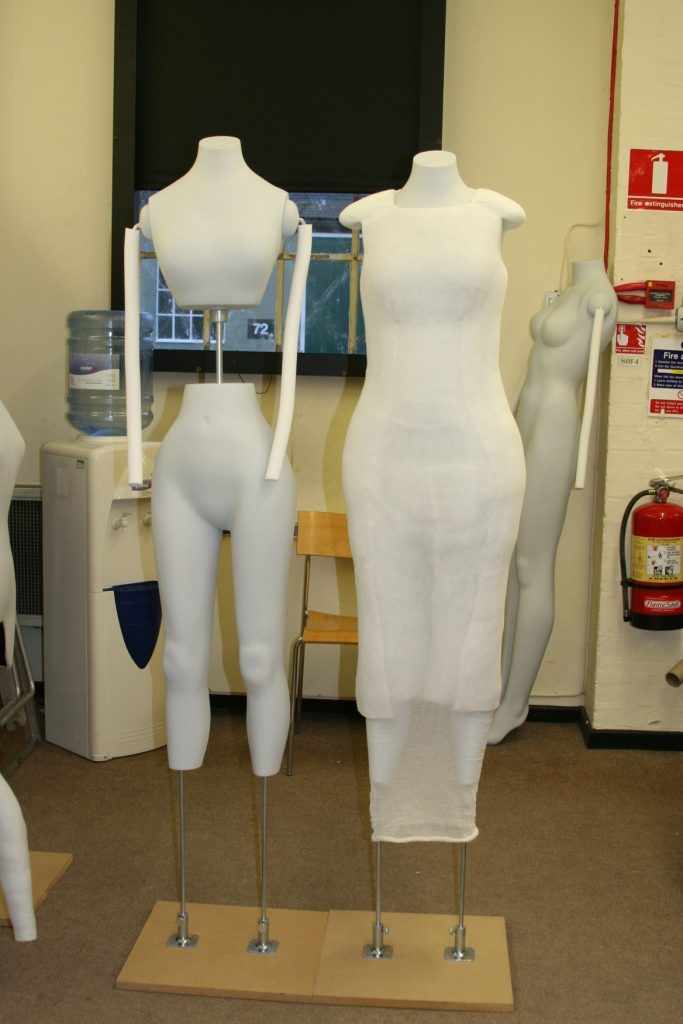 Mannequins before and after supporting shaping
